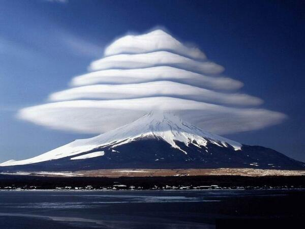 nubes lenticulares monte Fuji