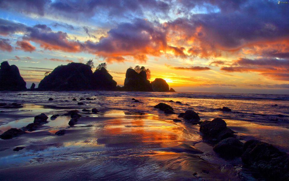 puesta-de-sol-detras-de-la-isla,-rocas-en-el-mar,-isla-rocosa,-nubes-208592